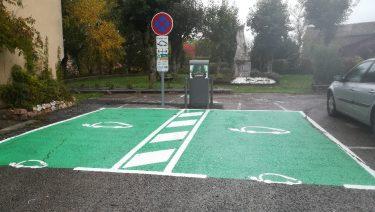Borne communale de recharge de véhicules électriques et hybrides
