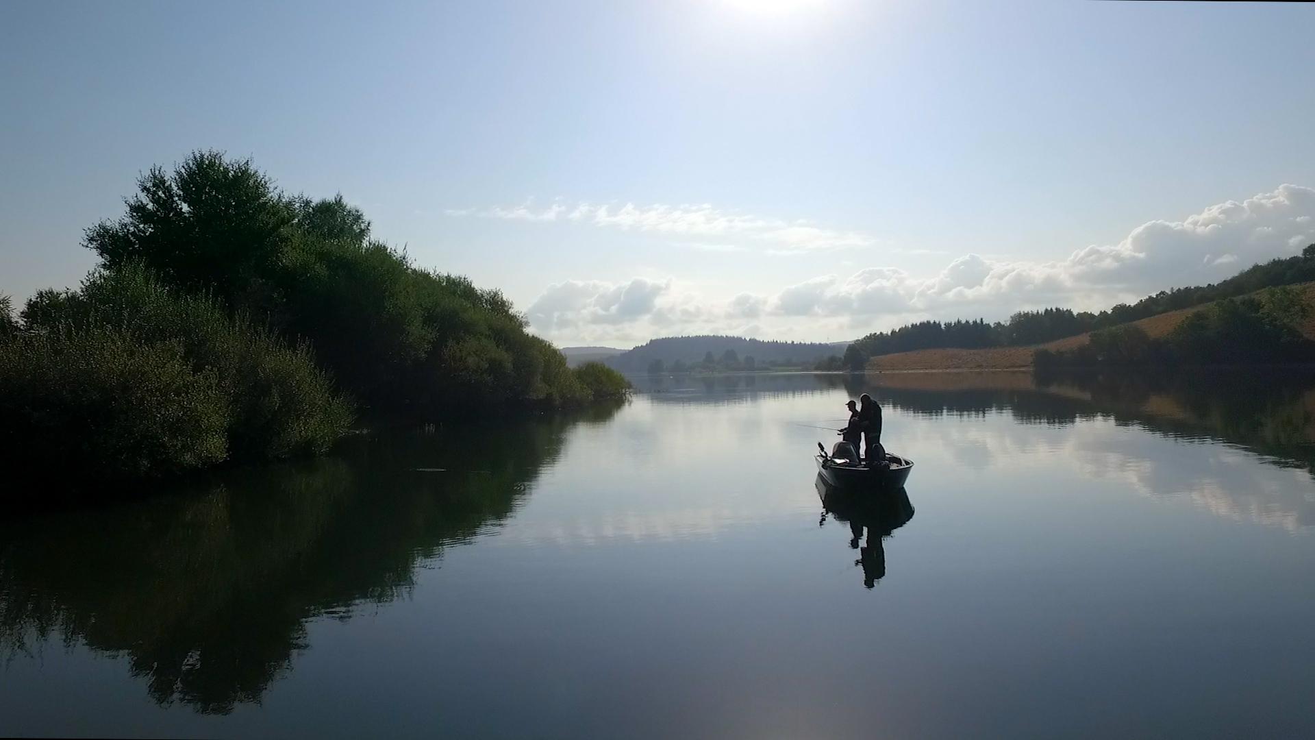 Le Lac de Pareloup idéal pour pratiquer la pêche sur le Lévézou en Aveyron