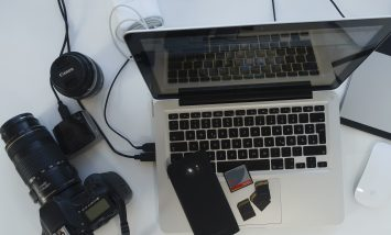 Atelier numérique sur le transfert des photos et/ou documents sur ordinateur proposés par Le Cantou & la Communauté de communes Lévézou-Pareloup
